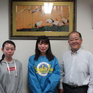 卒業研究で配属されている保健学科の寒河江陽菜さんと神仁美さん、酒井先生と記念撮影♪
