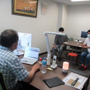 秋葉さん、萩原さん 講義に集中。